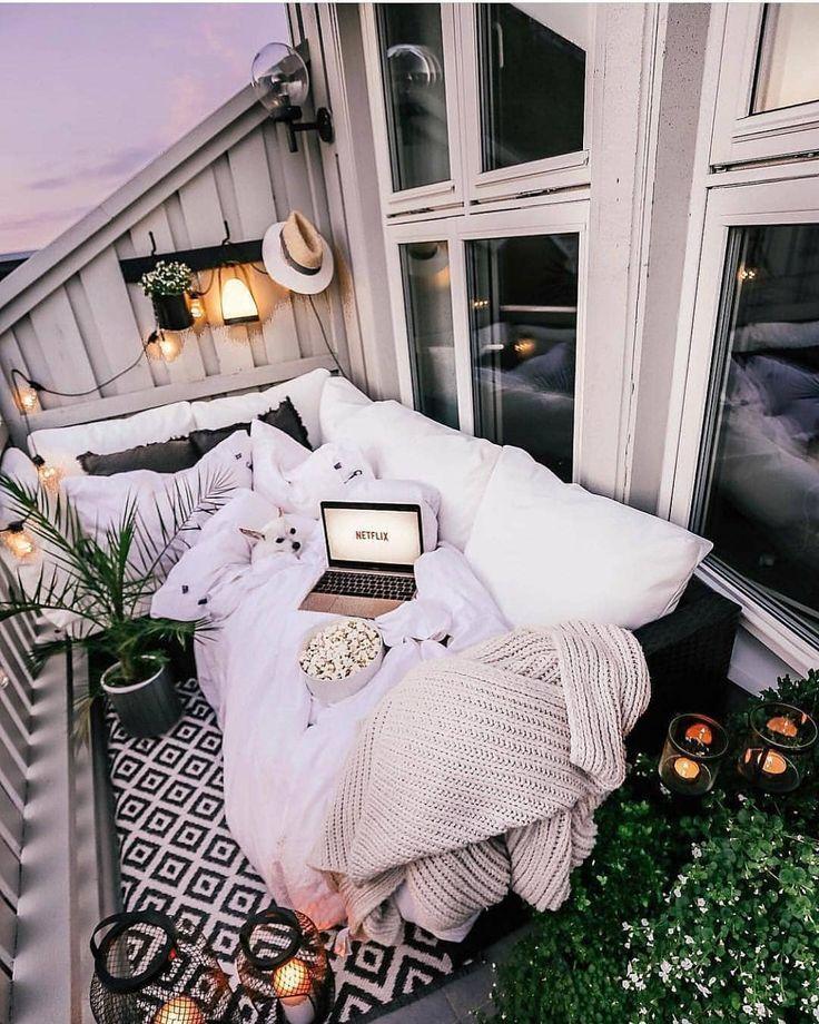 """SHOWPO ? auf Instagram: """"Wie gemütlich sieht dieser Balkon aus! ?? über @inspire_me_home_decor """" – Matilde Volpi"""