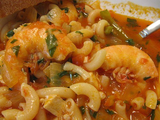 Le Massada de poisson est un plat faite avec pâte en coudes. Si vous cherchez une délicieuse recette avec poisson, essayez cette recette!