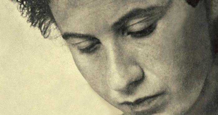 """*Photographie source internet """"Je dois me replonger sans cesse dans la réalité, m'expliquer avec tout ce que je rencontre sur mon chemin, accueillir le monde extérieur dans mon monde intérieur et l'y nourrir - et inversement"""" - Etty Hillesum (Une vie..."""