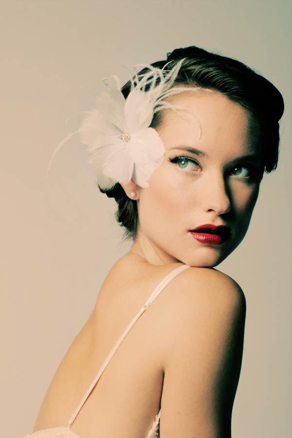 Coiffure: Wedding Inspiration, Hair Flowers, Gabriel Flowers, Bridal Portraits, Red Lips, Movie Stars, Wedding Beautiful, Hair Style, Beautiful Image