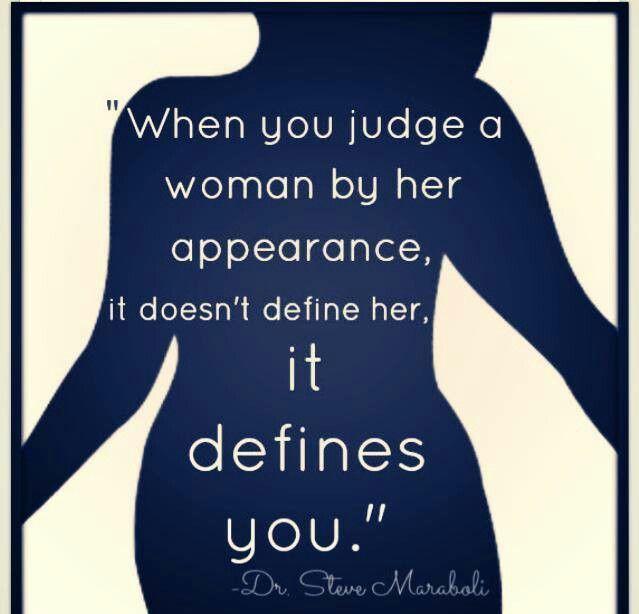 Si odiamos que nos juzguen por el tamaño de nuestra panza, porqué lo hacemos también nosotras?