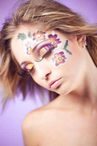 Karnevalsschminke Lila Orange Blumen Und Künstliche Wimpern » Kosmetik » Galerie » FriseurModelle.de