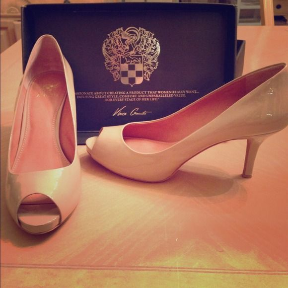 Vince Camuto Kira Nude Heels Designer Blush Colored Heels. 3.2 inch heel Vince Camuto Shoes Heels