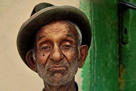 http://www.dzineblog360.com/2010/12/50-inspiring-examples-of-emotional-portrait-photography/