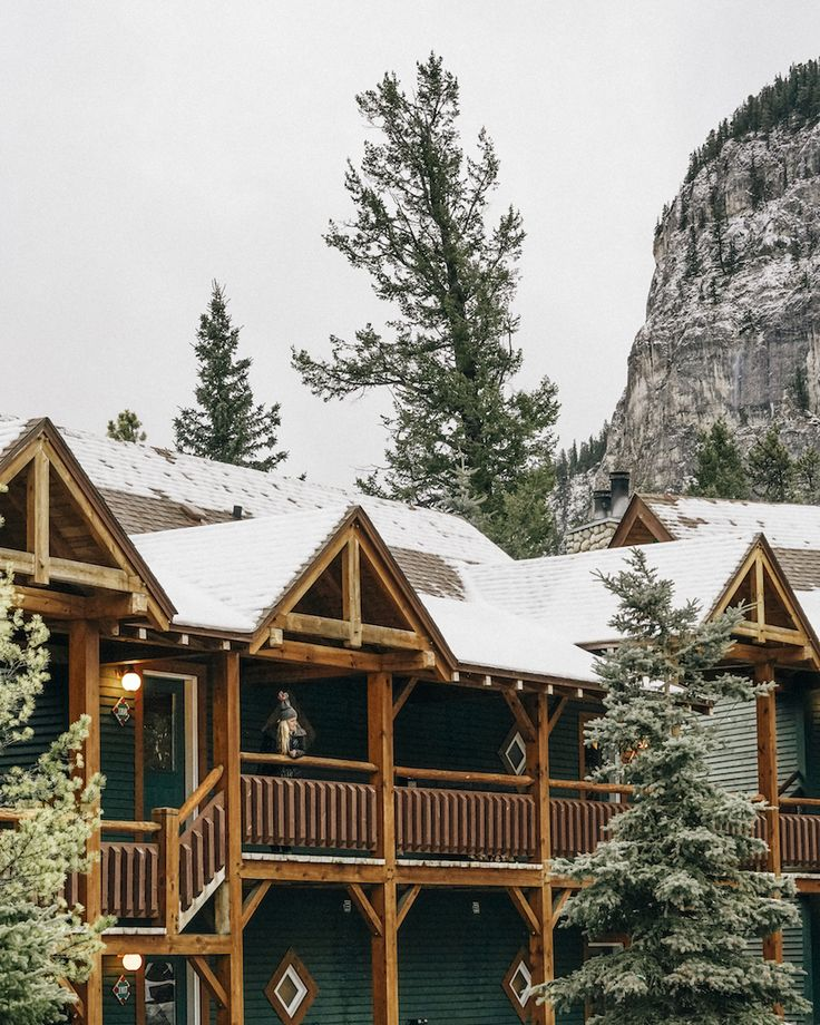 Buffalo Mountain Lodge is a conveniently situated cabin style accommodation in Banff with stunning views and great food. Here's everything you need to know.