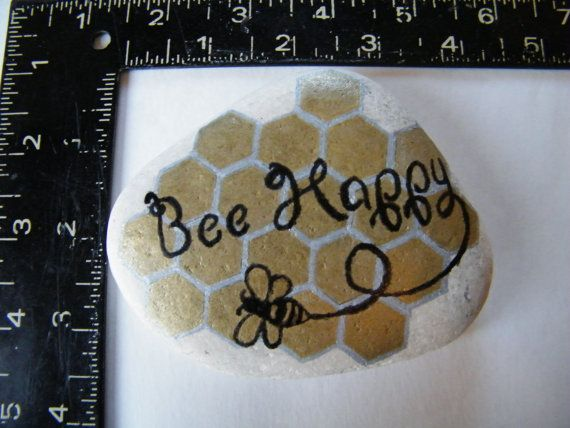 A picture is worth a 1,000 words, even on rocks. Add a touch of color to any space. Bee Happy : hand painted lettering to inspire with a gold and silver honeycomb back ground. They like to sit on side table, window sill, desk, this ones weight and size could also be use as a paper weight. *Fun colorful style *Teacher gift *House warming gift *Added Decor for the home or office *Addition to a gift basket *Add to a gift certificate *As a Thank You......nice to Thank your self ; ) Painted with…