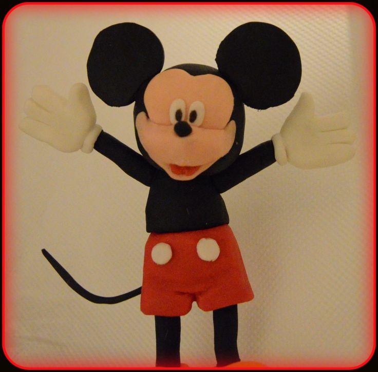 Mickey από ζαχαρόπαστα. Mickey fondant cake topper