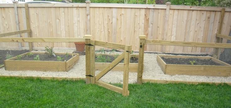 I like this outdoor garden - perfect for veggies and herbs: Gardens Ideas, Gardenyardporch Ideas, Gardens Gates, Herbs Gardens, Gardens Spaces, Kitchens Gardens, Outdoor Gardens, Design Domestic, Gardens Area