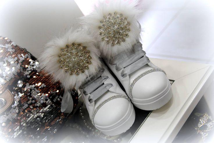 χειροποιητα sneakers στολισμενα με γουνα και αριστης ποιοτητας κρυσταλλα τιμη 50ε #fashionista #storiesforqueens #handmadecollection #handmade #fashion #μοδα #lovemyboots