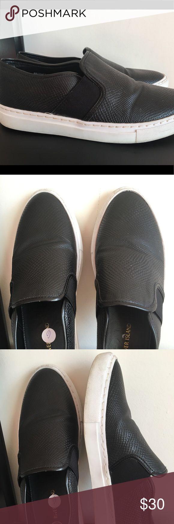 River Island Unisex Slip-on Black Shoes US 8& UK 6 River Island Unisex Slip-on Black Faux Snake Skin Shoes US 8 &UK 6 River Island Shoes Flats & Loafers