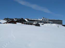 Hornsjø Høyfjellshotell ligger på fjellet Øyer i Gudbrandsdalen, og tilbyr kostnadsfri Wi-Fi og kostnadsfri kanoutleie. Alle de enkle rommene har et eget bad med dusj. Du finner Hafjell Alpinsenter 18 kilometer unna.