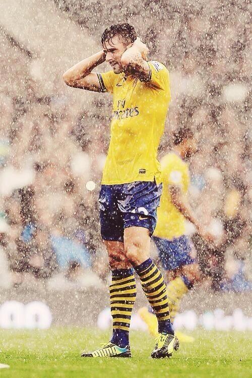 Giroud In The Rain.