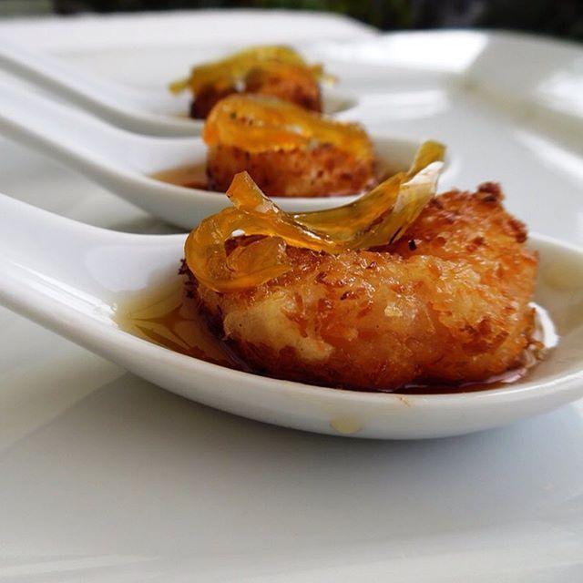 Este es uno de nuestros bocados de cóctel favoritos, una delicia, combinación precisa de sabores y texturas #CuraumaCatering #Valparaíso #Curauma #yummy #buenfinde #banquetería #catering #gourmetchile #instacurauma #curaumacity