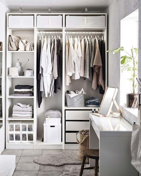 Trucos para el cambio de armario perfecto ¡Toma nota! Modular Closet Systems, Best Closet Systems, Wardrobe Closet, Walk In Closet, Closet Space, Ideas Armario, Ikea Pax Closet, Ikea Closet System, Standing Closet
