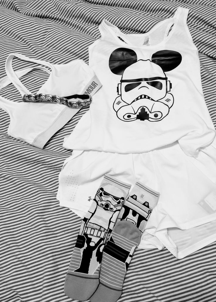 Running outfit fo Disney's 2017 Run to the Dark Side Half Marathon.