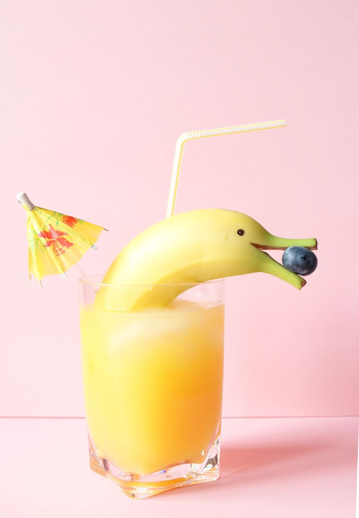 Um... basically the cutest drink of all time. Hello banana dolphin.