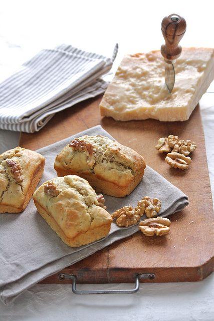 mini cakes al parmigiano e noci