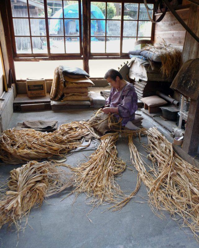 El papel japonés washi (和紙) fue declarado Patrimonio Cultural Inmaterial por la UNESCO, una noticia fantástica que reconoce el excepcional trabajo de generaciones y generaciones de artesanos que, durante centenares de años, han trabajado para mantener las tradiciones y han elaborado papel japonés washi de manera artesanal.