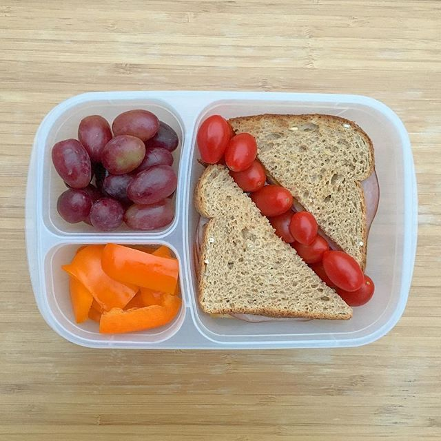The one redeeming thing about Daylight Savings is that one extra hour we got on Sunday. The hubsy and I slept in and it's almost always the way I choose to spend the extra time. What did you do? Today's lunchbox: nitrate/nitrite free ham + organic sliced cheese + mustard on sprouted grain bread, grape tomatoes, grapes, and orange bell peppers.  #lunch #lunchbox #easylunchboxes #goopyourlunchbox #rockthelunchbox #settingupforsuccess #balance #danasdoseofwellness #danashafirwellness…