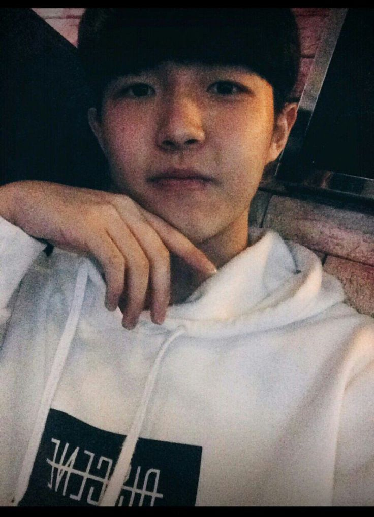 "Produce 101's Kim Jae Hwan Is Known As The ""Selfie King"" — Koreaboo"