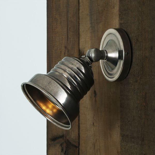 Stylish and discrete simultaneously the sucre industrial spot light is a simple and contemporary wall
