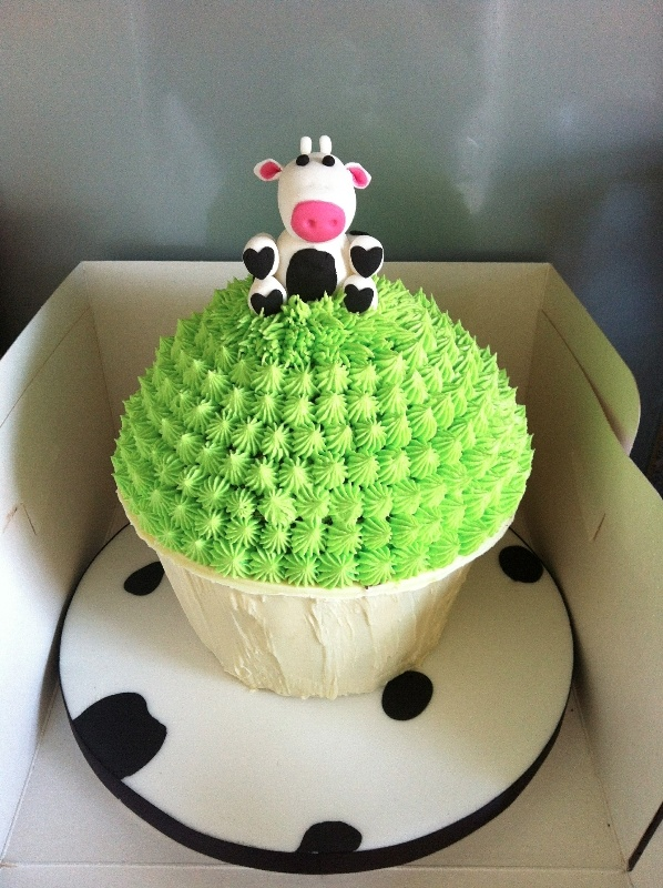 Cow giant cupcake - this would be cute... lola loves animals.