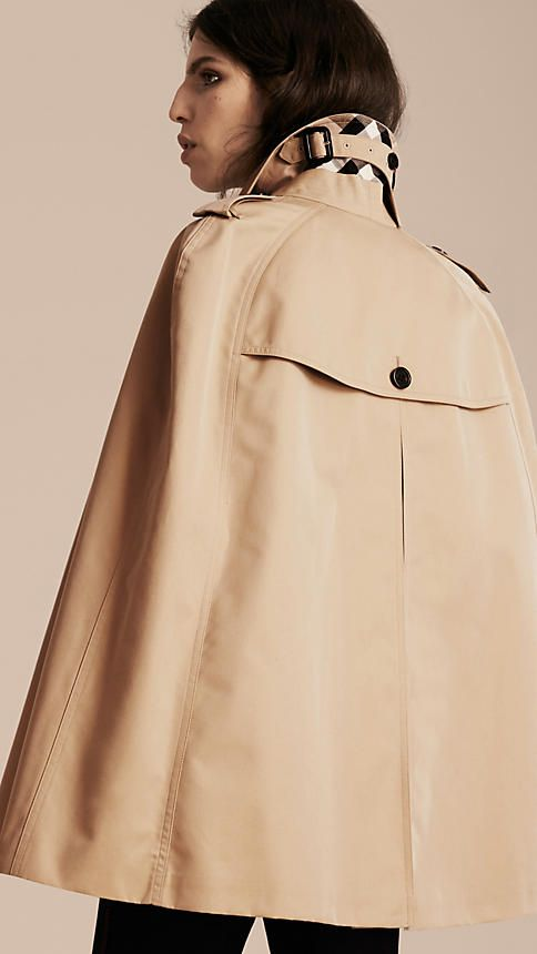 An English-woven cotton gabardine Burberry trench cape, inspired by military designs. Made from a shower-resistant fabric and cut with raglan sleeves in a slightly oversize fit.