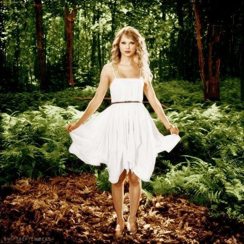 Taylor Swift in 'Mine'.