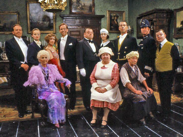 Csengetett, Mylord? (You Rang, M'Lord?): 1988-1993 Brit televíziós vígjátéksorozat 26 részes