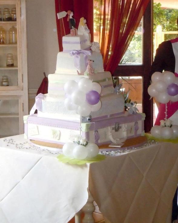 #torta di #nozze a tema #viaggio (è una valigia!) realizzata da Dolci Creazioni Venturina per una coppia di sposi di Piombino che ama viaggiare.