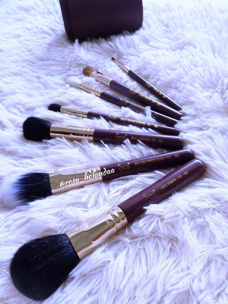 Boa tarde instagirls and instaboys! Quem lembra desse kit London da sigma? Ele é maravilhoso, bem completinho se contar que vem com um porta pincel super fofo. Amooo #pincel #pinceis #maquiagem #makeup #maquia #maquia #amomaquiagem #tagsforlikes #likes #kitdepinceis #dehoje #boatarde #maquiagemperfeita #esfumadodiagonal #bwleze #beauty #vaidade #vaidosa #mulher #temquesecuidar #sempre #maquiagemtransforma #istamakeup #dica #dicas #rosa_holandaa #lol  @rosa_holandaa