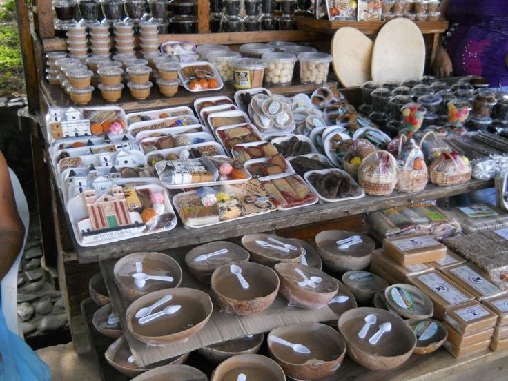 Manjar blanco, arequipe, panelitas turrones, melcochas y otros dulces de la region de Santa fe de Antioquia. Market, sweets