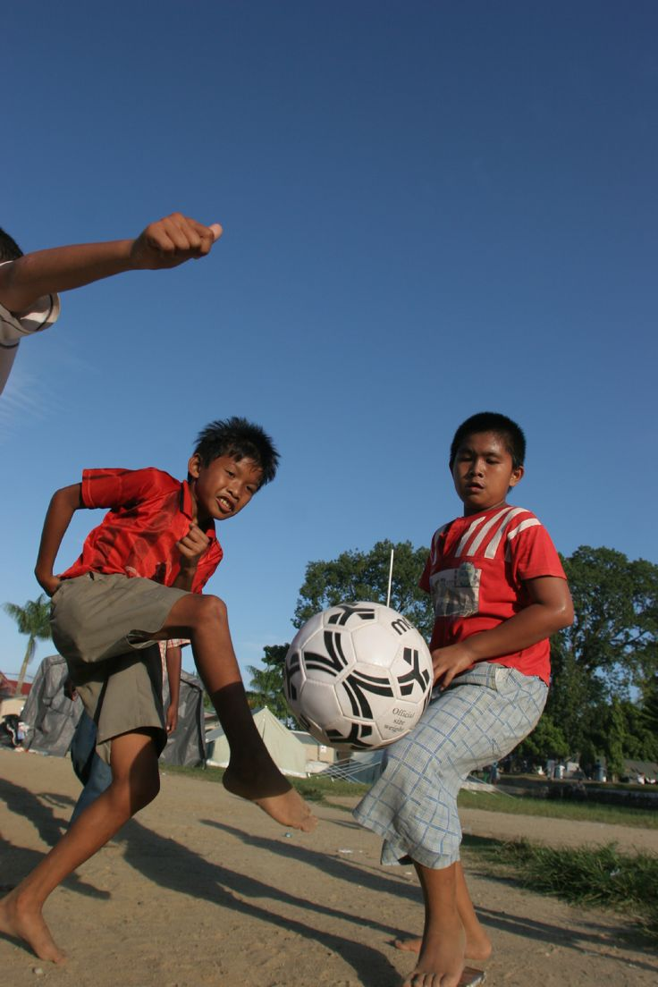 www.worldcupcookbook.com is helping kids to kick out of poverty.