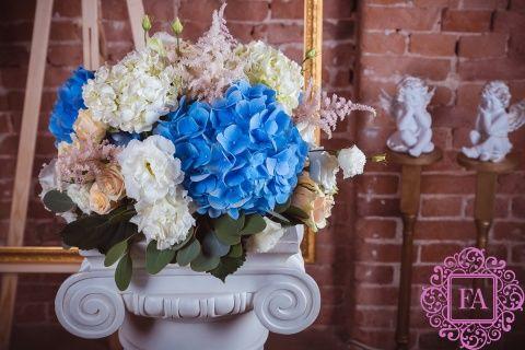 Композиция из живых цветов Хэппи Пиллоу купить с доставкой в Москве