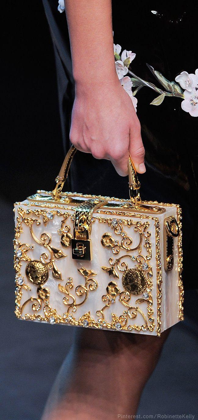 Malle Dolce & Gabbana : détails raffinés à retrouver en ligne…