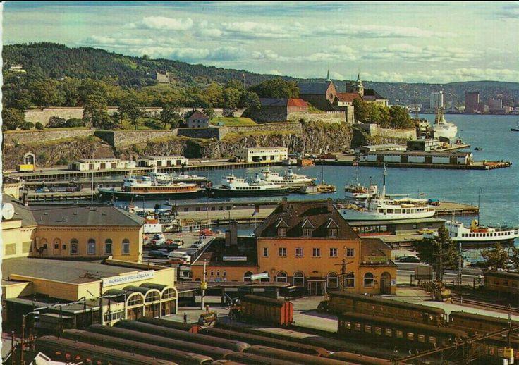 Oslo utsikt mot Vestbanestasjonen og Akershus festning 1970-tallet