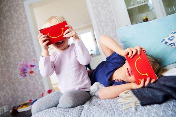 A+McDonald's+új+fegyvert+talált+a+konkurenciája+ellen,+a+virtuális+valóság+ígéretét.+A+Google+után+szabadon+(aki+külön+is+árulja+már+15+dollárért+a+papír+alapú+VR+Cardboard+szemüvegét)+a+gyerekmenühöz+VR-szemüveg+is+jár.+A+cucc+fantázia+neve+Happy+Googles+lett+és+Svédország+14+Mekijében+tesztelik…