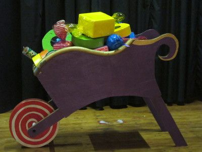 Purple Sweet Trolley. Great prop for a Candy Party! Can be filled up with sweets! Moveable wheel. R350 to rent for 4 days.