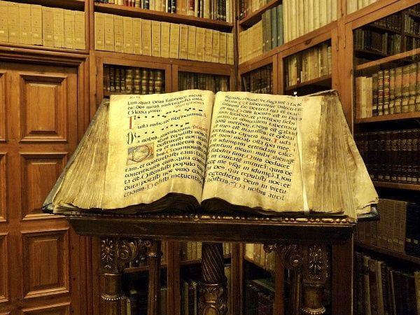 La biblioteca del Castillo Perelada.