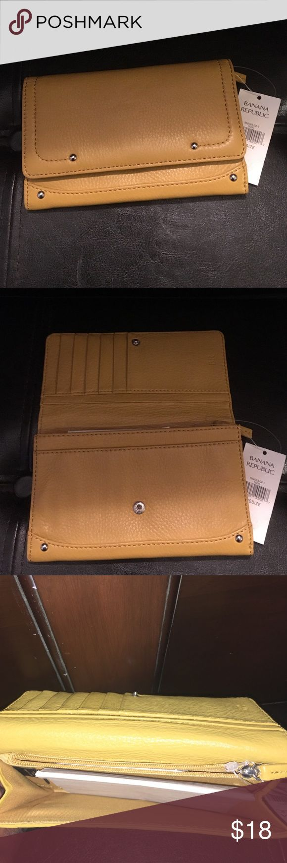Banana Republic wallet Banana Republic wallet with inside zipper and credit card slots.  Never used. Banana Republic Bags Wallets