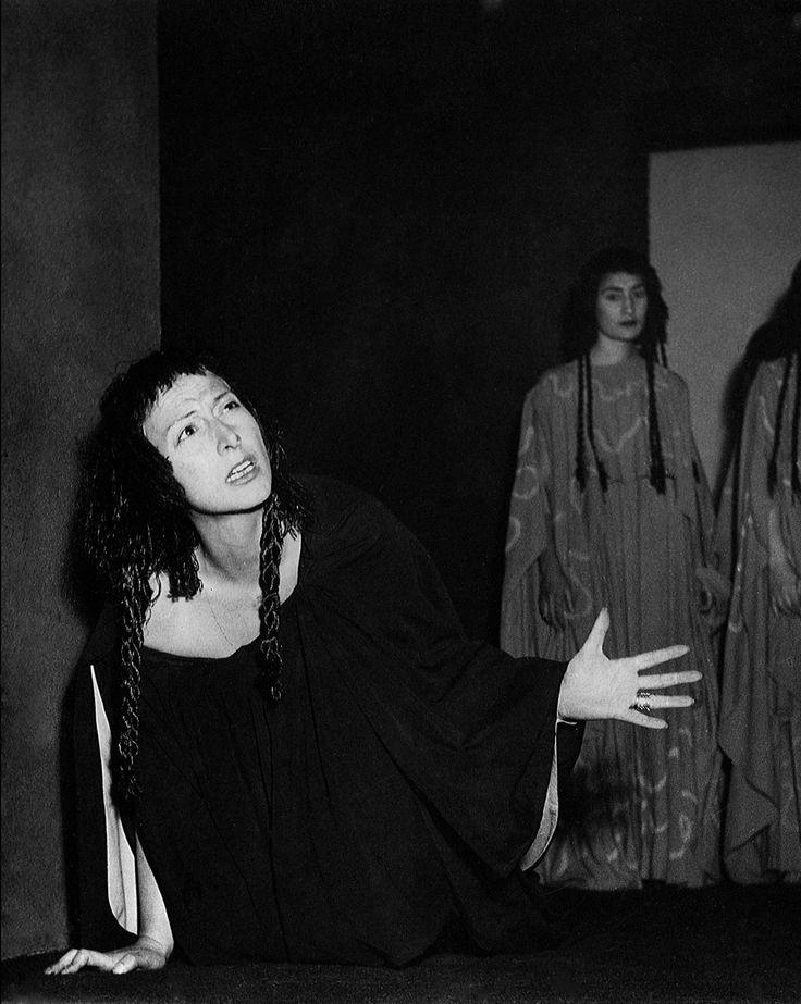 1951 Elettra di Sofocle, regia di Giorgio Strehler,  foto Archivio Piccolo Teatro di Milano