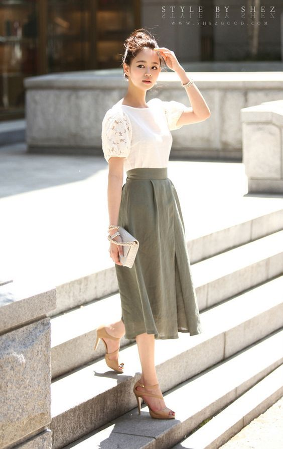 I love this skirt, but the puffy sleeves aren't my thing.