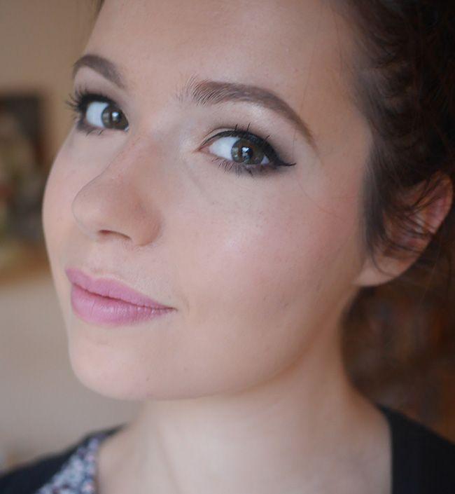 Heel hip: beautyproducten die je voor meerdere doeleinden kan gebruiken. Zo kan je cream blush vaak ook heel goed op je lippen gebruiken. Of lipstick juist op je wangen. Yves Saint Laurent speelt hier op in met de Yves Saint Laurent Baby Doll Kiss & Blush: blush en matte lipstick in één!  Yves Saint Laurent Baby Doll Kiss & Blush is een combinatie van blush en lipstick. Er zit lekker veel pigment in de producten, dus je kan hem onwijs goed [...]