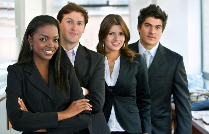 Hôte/Hôtesse d'accueil en entreprise : Etudes, diplômes, salaire, formation, rôle, compétences   Carrière Hôtesse