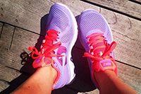 Как выбрать кроссовки для бега Чтобы получать от пробежек удовольствие и пользу, а не травмы и неприятные ощущения, необходимо правильно выбрать кроссовки для бега. О том, как это сделать, узнаем из новой статьи.