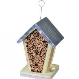 Bijenhuis: nuttig en leuk in de tuin.