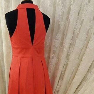 Coral pleated dress with interesting collar and v-cut at the back, size M  #twistandchic #dress #springsummer2017
