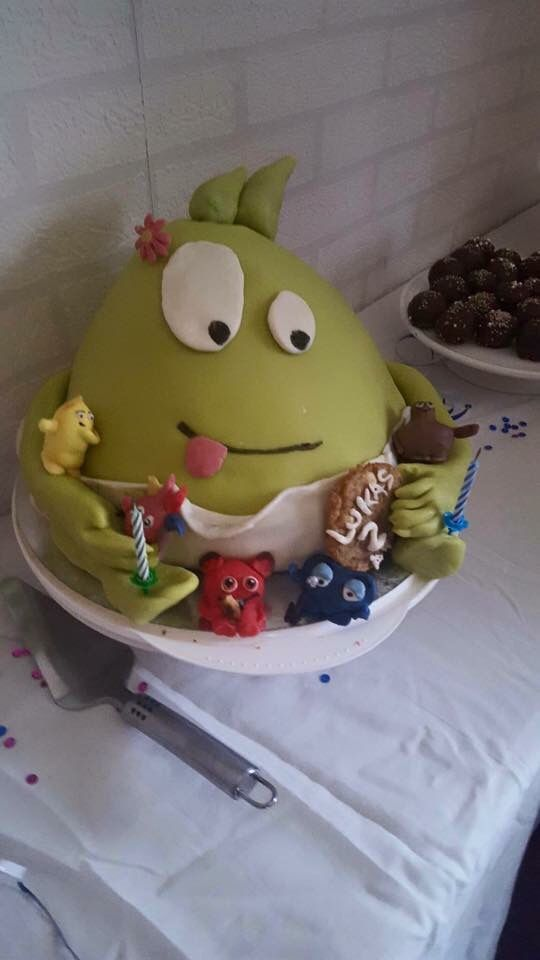 Dom populära babblarna En dadda tårta till min sons 2 års dag