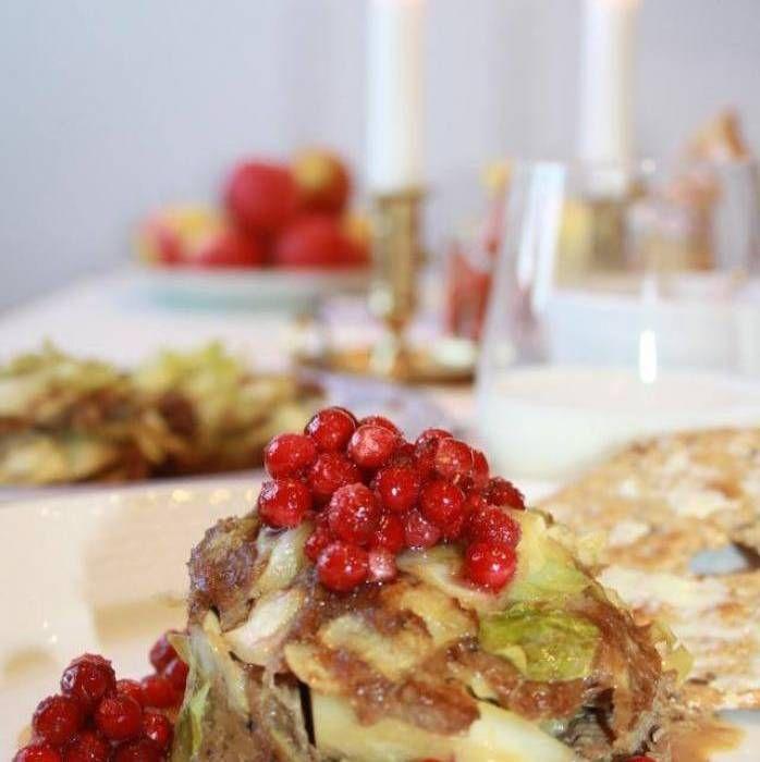 Kålpudding i ugn är både gott och enkelt, testa det här goda receptet. Kålpuddning är en riktig svensk klassiker. Servera denna härlighet med gräddsås, rårörda lingon och kokt potatis.Gör kålpuddingen i små portionsformar. Det blir en snyggare presentation!