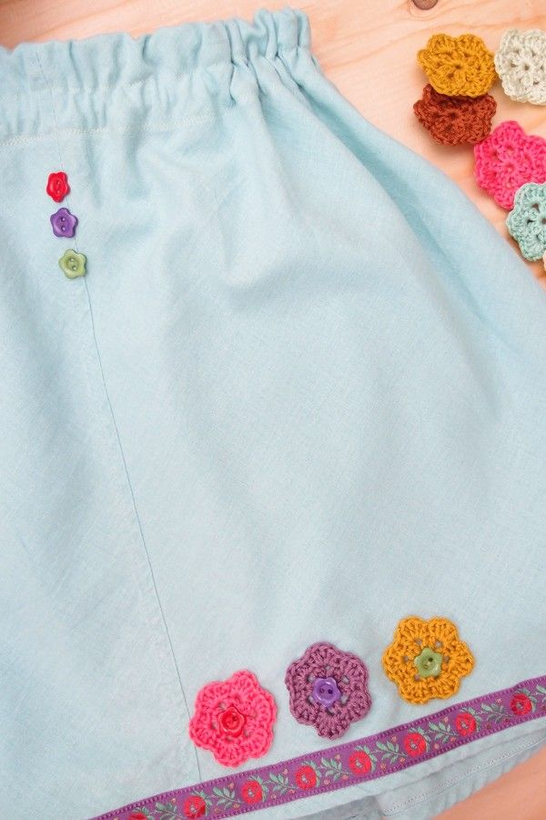 """""""New"""" skirt for my little daughter... just nice buttons and crochet flowers and tadaaah... we have new summer skirt!  www.vjahodovce.blogspot.com"""